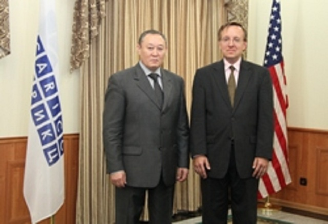 Director CARICC B. Sarsekov (left) with the Director of the Office for law enforcement issues and drug control in Europe and Asia, the U.S. State Department ID Kostelanchikom.  Source: CARICC.